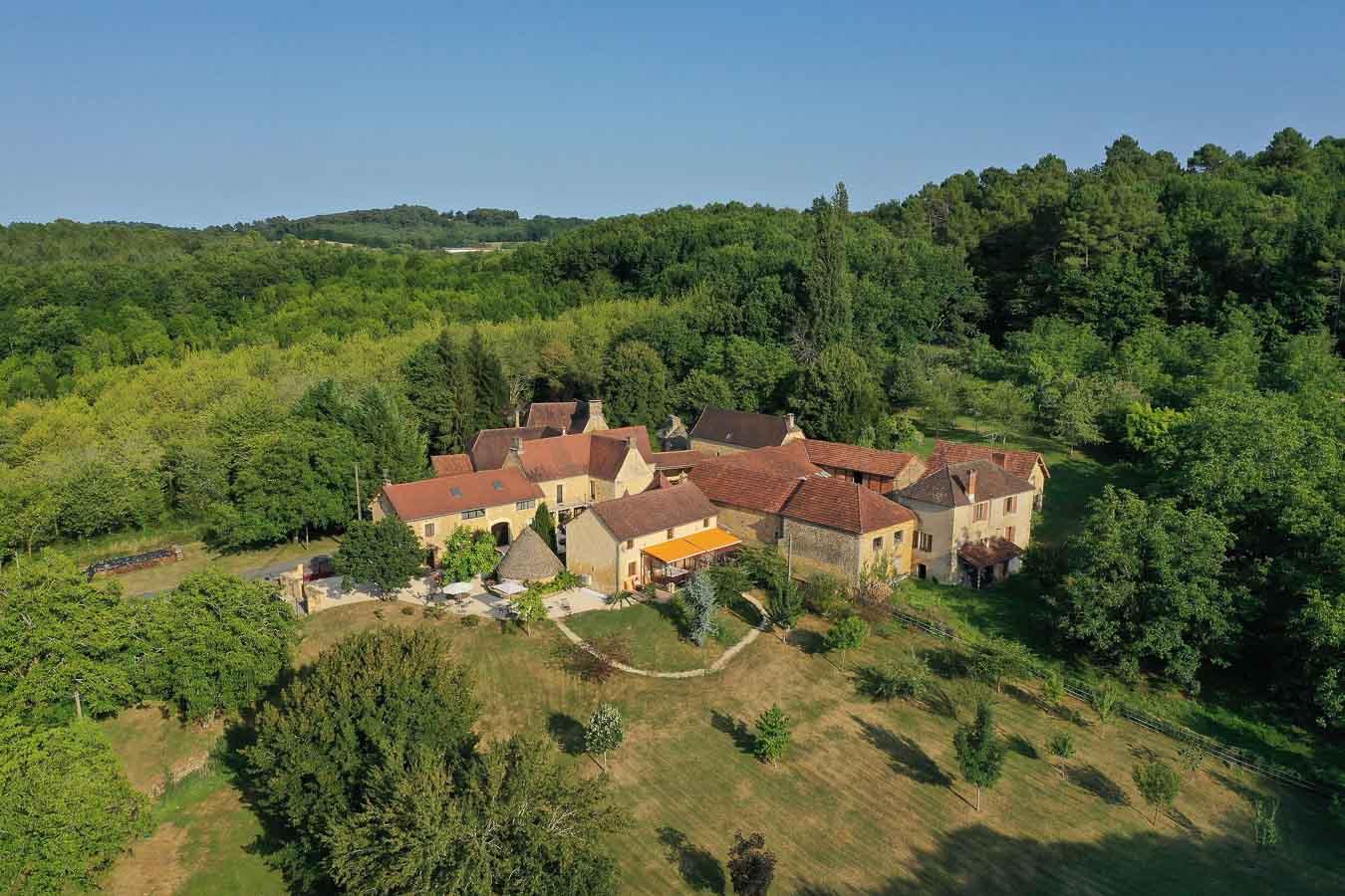 Vue aérienne hameau La Bouyerie Marquay Dordogne