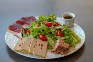 Assiette gourmande foie gras servie dans nos petits dîners