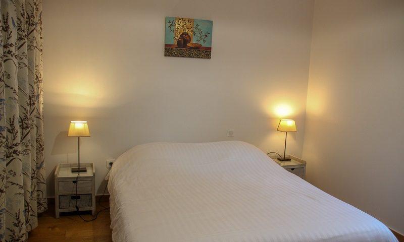 Chambre lit 160x200 location saisonnière aux portes de Sarlat
